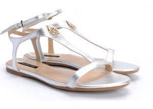Cum sa fim Frumoase purtand Sandale Argintii  in 2019